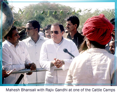 Mahesh Bhansali with Rajiv Gandhi at one of the Cattle Camps